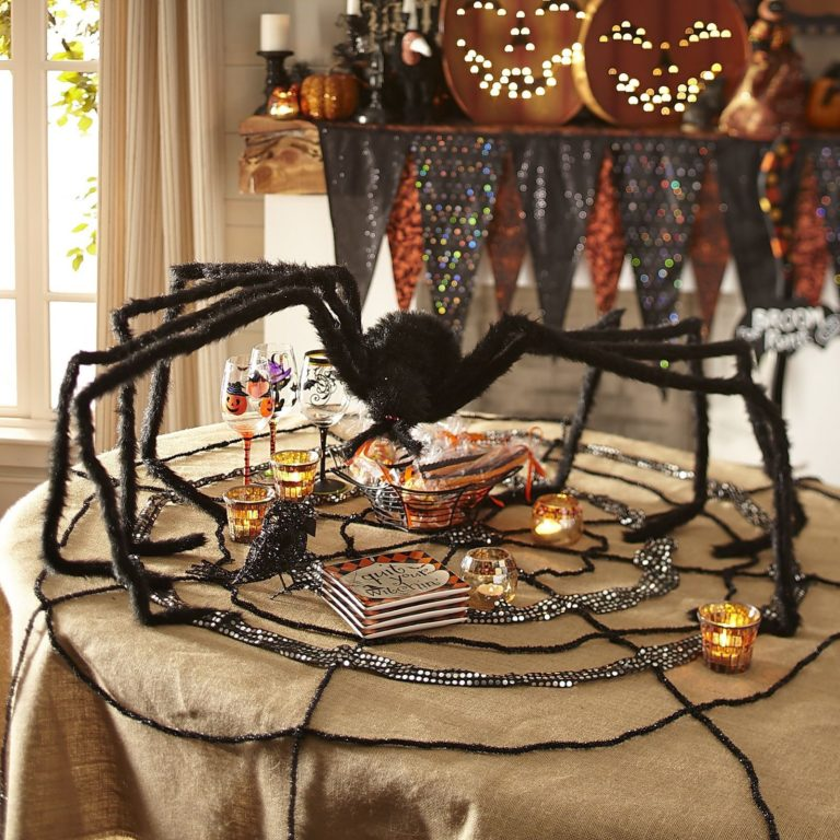 Spooky Halloween Table Settings – Puts Up Some Spider Decorations
